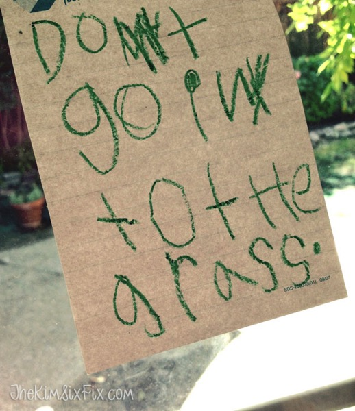 Don t go into the grass sign