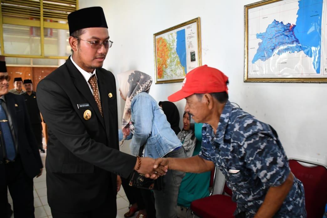 Bupati Sinjai Serahkan Bantuan Korban Bencana Puting Beliung
