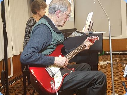 Brian Gunson gave us a solo on his guitar
