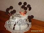Праздничный торт с фигуркой из марципана
