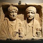 Stèle funéraire du Moyen-Euphrate - Région de Zeugma ou Hiérapolis (calcaire, IIe siècle ap. J.-C.)