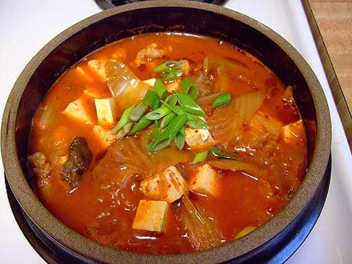 Súp bò cay và rau kiểu Hàn