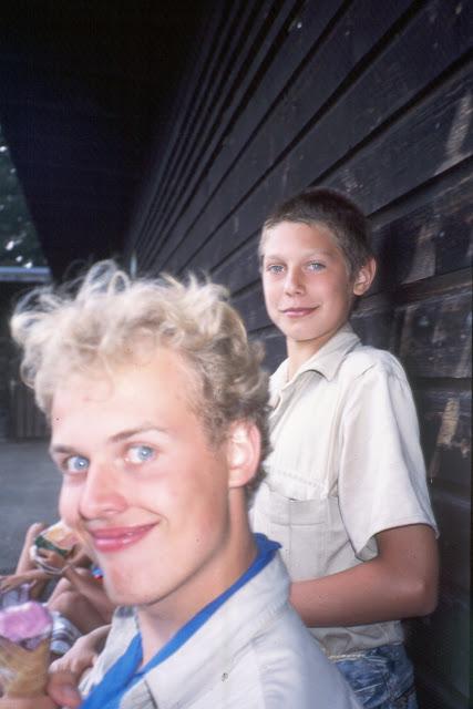 1985-1994 - 594-.jpg