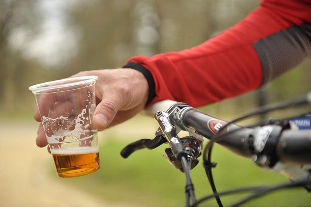 Quem toma suplementos nutricionais pode tomar bebidas alcoólicas ?