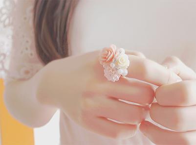 Imagen fondo chica anillo flores
