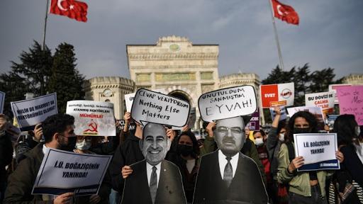 تركيا تسير حبواً نحو أوروبا ( أنقرة تريد العودة إلى الاتحاد)