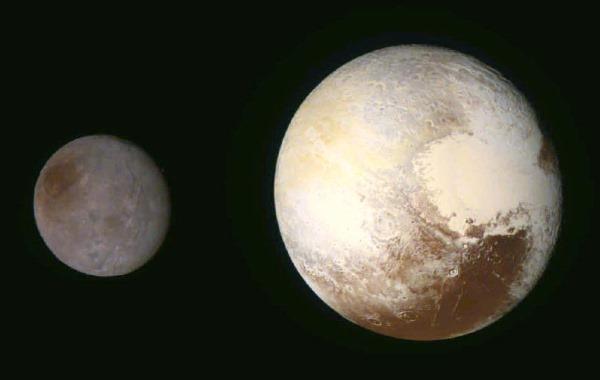 Pluto en Charon gefotografeerd door New Horizons
