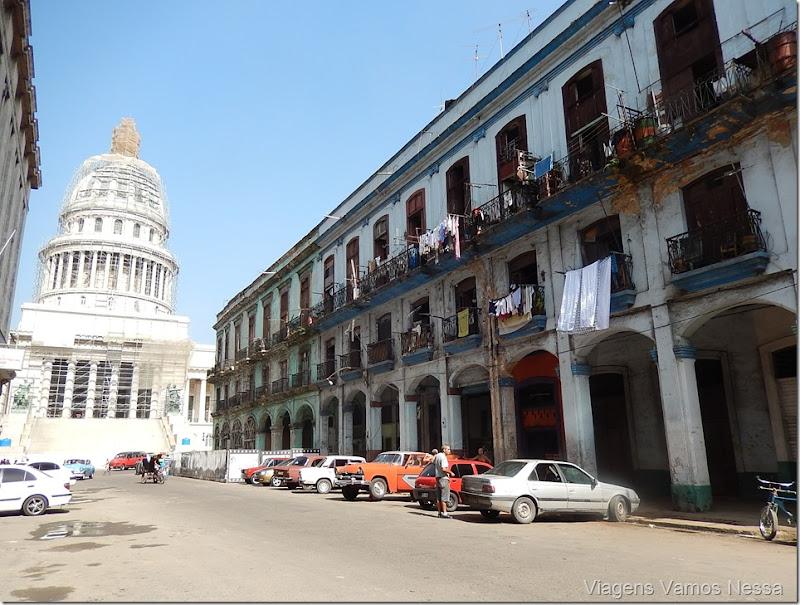 Vista do Capitólio Nacional,  Habana, centro e rua adjacente
