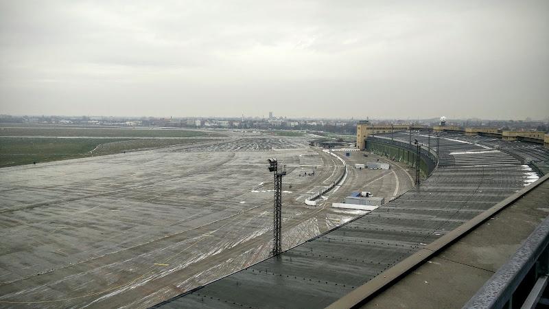 Flughafen Tempelhof - Aussicht von der Dachterrasse