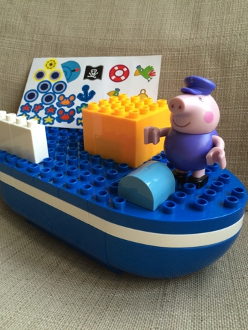 Peppa Pig Construction Kits - Grandpa Pig's Boat Construction Set.