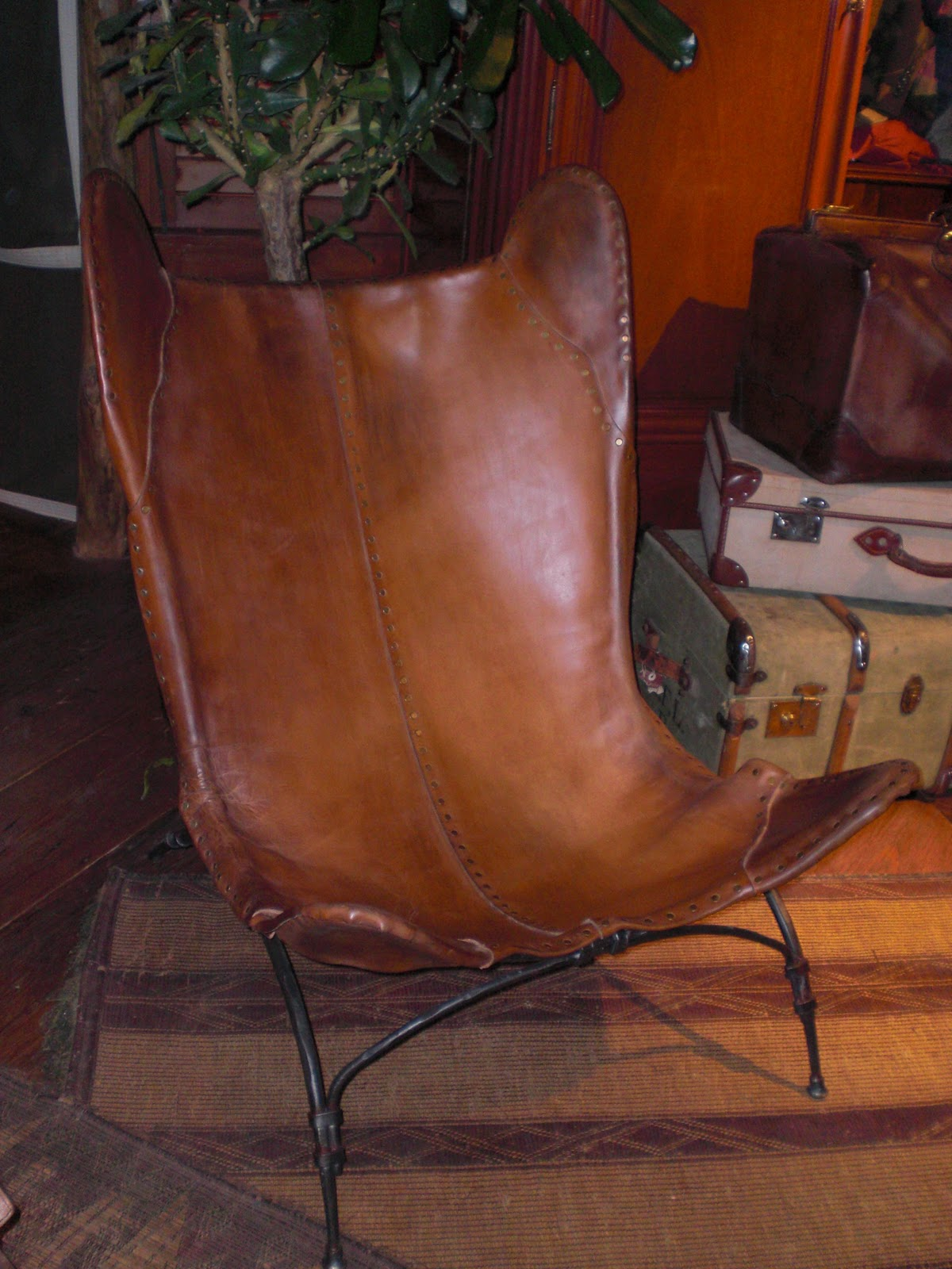mannerofstyle ralph lauren home releases safari inspired 2011 i honestly thought this new safari camp chair was over 100 years old the leather has a beautifully worn patina