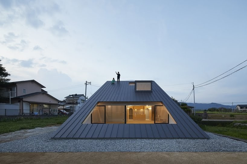 Casa en Usuki por Kenta Eto Architects