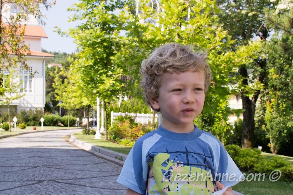 Bahçede dolaşırken, Limak Yalova Otel
