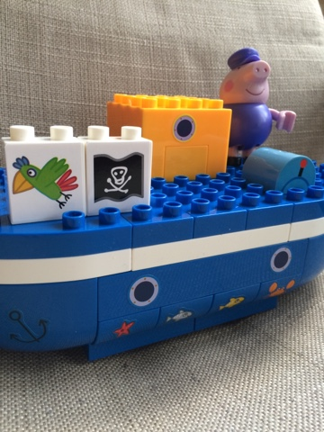Peppa Pig Construction Kits - Grandpa Pig's Boat Construction Set.