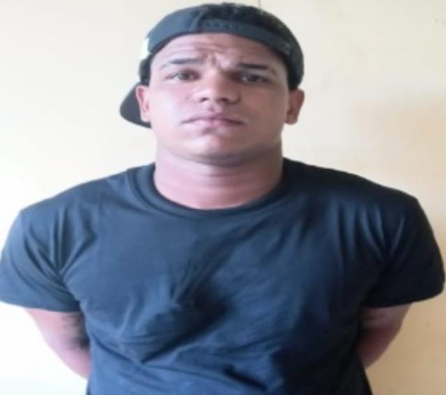 BARAHONA: Policía Nacional apresa individuo por supuestamente haber sustraído 30 mil pesos en una residencia.