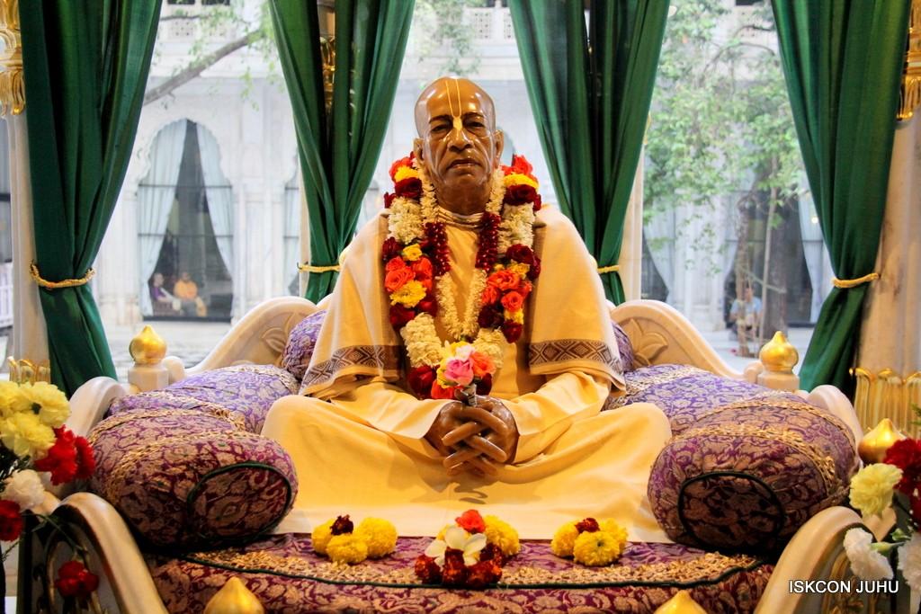 ISKCON Juhu Sringar Deity Darshan 20 Jan 2017 (43)