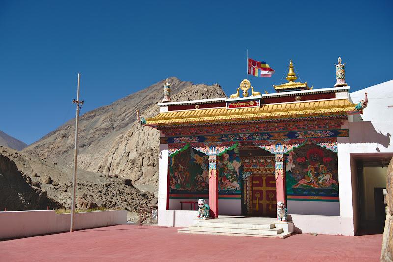 Manastirea Tangtse, stralucitoare si proaspat renovata.