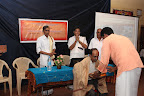 Sri Ramanatha Shetty (Executive Officer, Sri Ananthapadmanabha Swamy Temple, Ananthapura) felicitating Sri V.N. Jithendran, IAS (District Collector, Kasaragod)