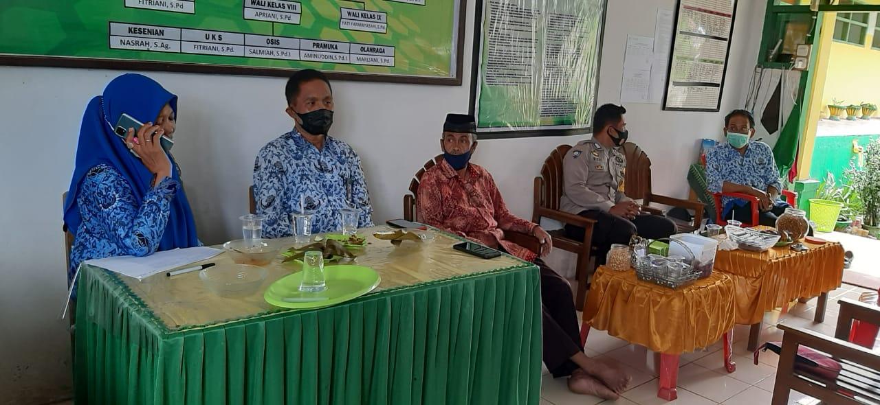 Bhabinkamtibmas Polsek Liliriaja Polres Soppeng Kunjungi MTS DDI Lenrang