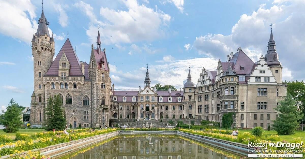 Bajkowy zamek w Mosznej