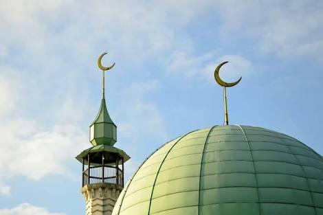Mengapa Ada Bulan Sabit di Atap Masjid?