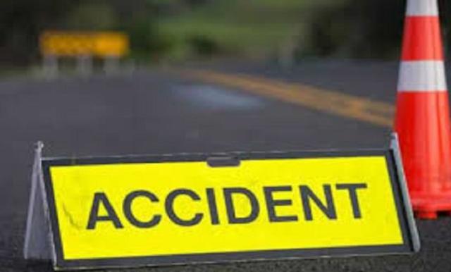 हमीरपुर: कार से टकराई तेजरफ्तार बाइक, सवार घायल