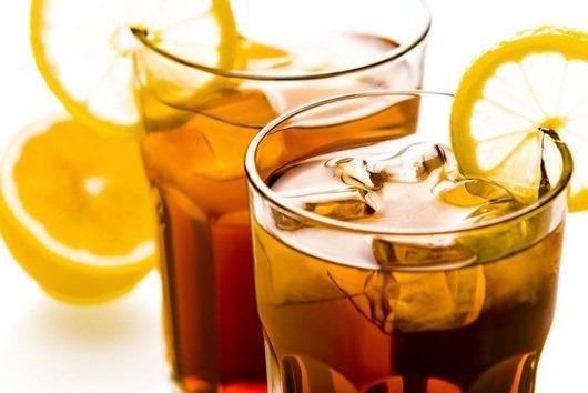 холодный-чай-со-льдом-и-лимоном