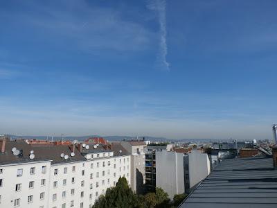 Strahlend blauer Himmel über Wien um 10 Uhr bei 21 Grad!