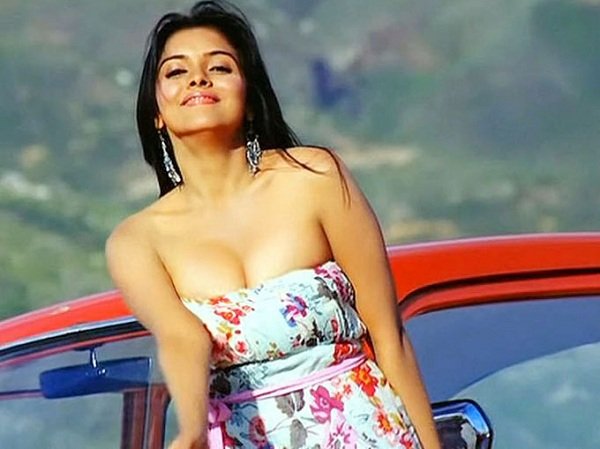 Asin's Sexiest Boob Cleavage Pictures