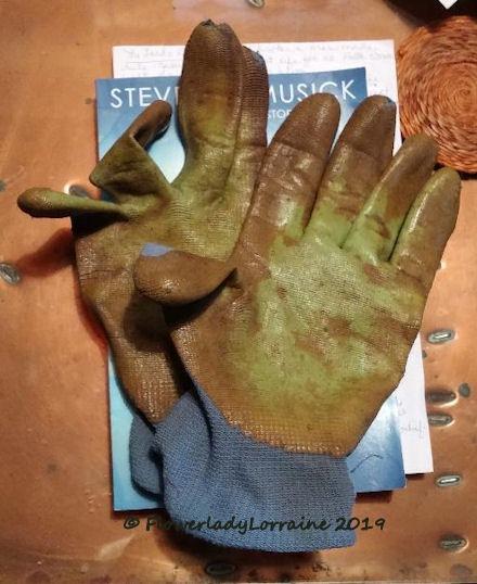 [01-01-old-gloves%5B4%5D]