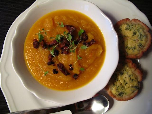 Szafranowa zupa krem z dyni z kurkumą