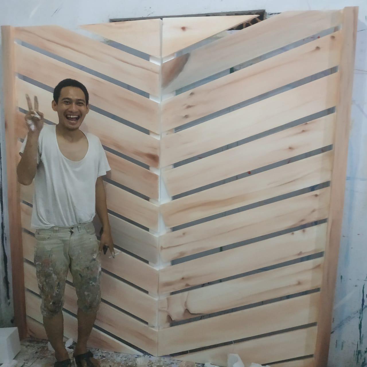 membuat papan kayu untuk dekorasi wedding bertemakan rustic