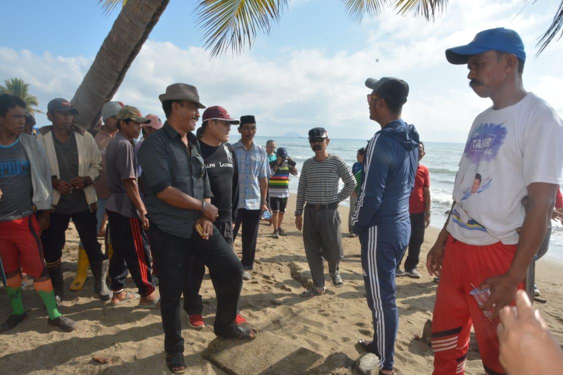 Bupati Sinjai Pimpin Kerja Bakti Gerakan Bersih Pantai Wisata