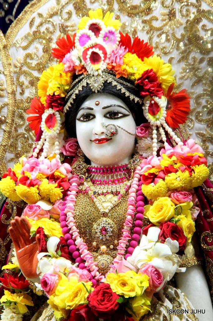 ISKCON Juhu Sringar Deity Darshan on 11th Sep 2016 (33)