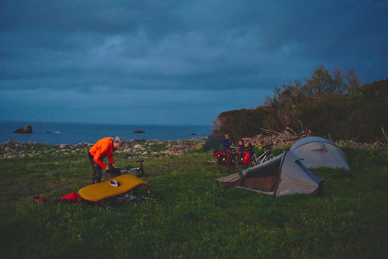 Petrecere de corturi Quechua, impreuna cu o familie de nemti plecata de un an de zile prin Europa.