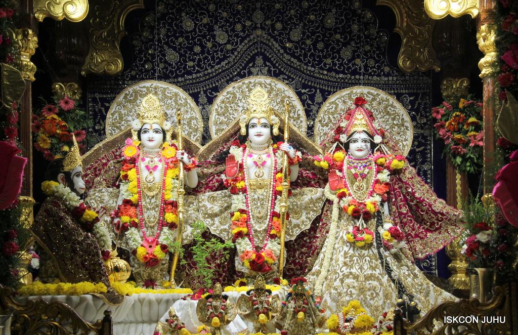 ISKCON Juhu Sringar Deity Darshan on 11th Sep 2016 (43)