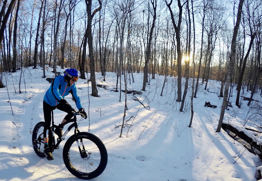 Peder Arneson on Twin Lakes singletrack Saturday morning, February 18th, 2017. Hard freeze last night hardened the surface and made for super riding.