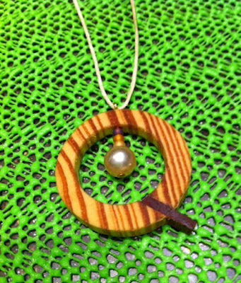 Q-and-pearl%2Bnecklace.JPG