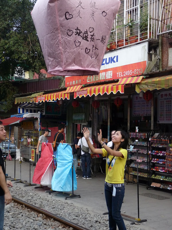 TAIWAN .SHIH FEN, 1 disons 1.30 h de Taipei en train - P1160080.JPG