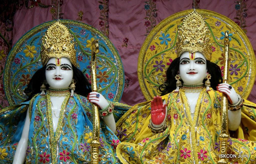 ISKCON Juhu Mangal Deity Darshan on 27 April 2016 (8)