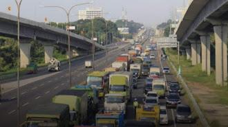 Digerbang Tol Karawang Barat :1.405 Kendaraan Diminta Putar Balik