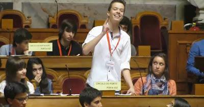 Estudante de Santo Tirso critica salários dos políticos portugueses