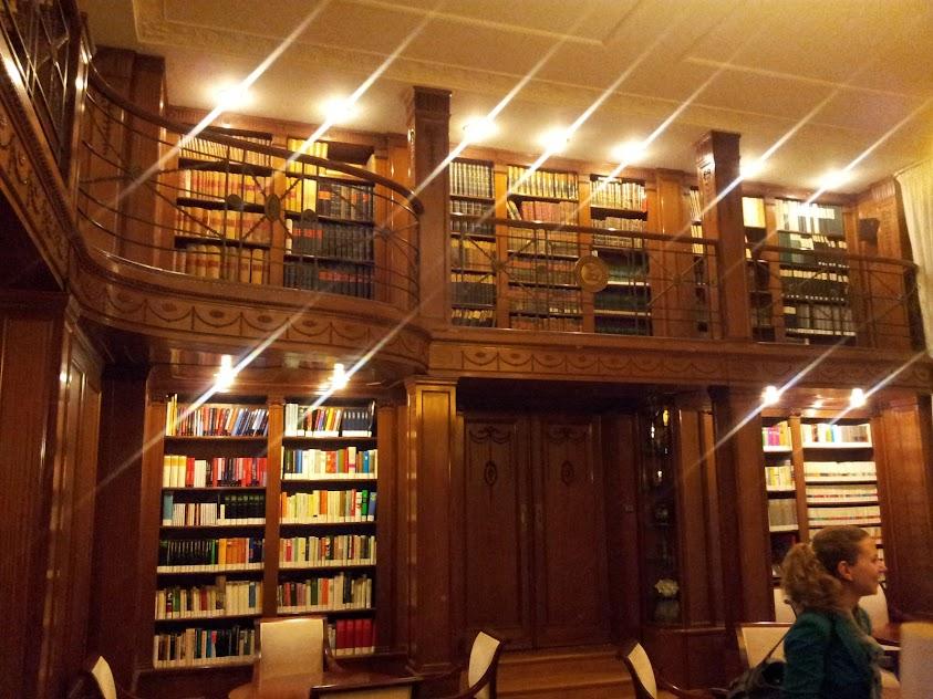 Bild von der Bibliothek in der Villa Reizenstein