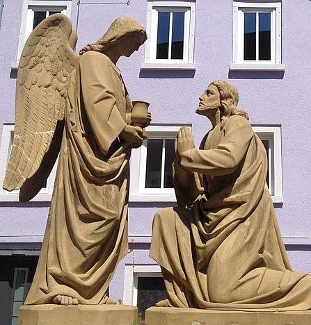 Neudenau: Engel reicht Jesus den Kelch