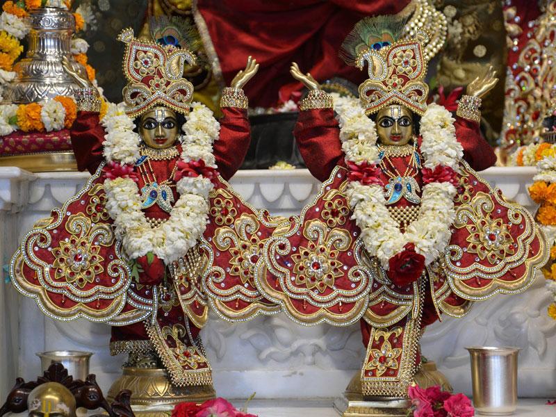 ISKCON Ahmedabad Deity Darshan 30 Mar 2016  (6)