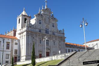 Photo: 6: Y aquí... la Catedral Nueva, del siglo XVI - XVIII y estilo, Manierista y Barroco. Originalmente, fue una iglesia de los Jesuitas, pero en 1759, los jesuitas fueron expulsados de Portugal y el Marqués de Pombal, en 1772, hizo transferir la sede episcopal de Coímbra de la Catedral Vieja a la espaciosa iglesia jesuítica.