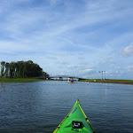 047-We paddelen door het mooie Noordwaard vaarwater.