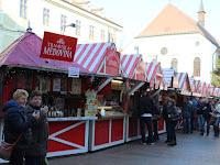 03 Sok turista érkezik ilyenkor Pozsonyba.JPG