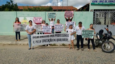 manifestações de alunos e professores na cidade de Quixadá nos dias 16 e 17 deste mês (3).jpg