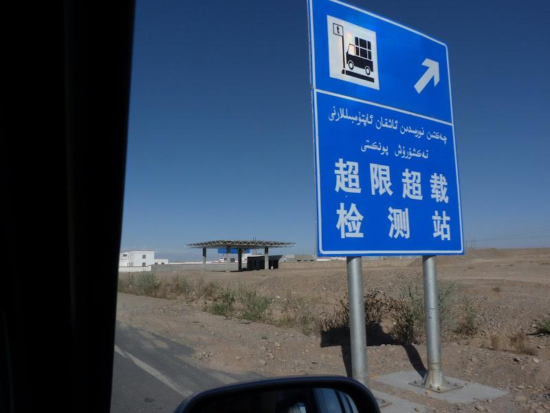 XINJIANG. Karakoram Highway, lune des plus haute route au monde, en passant a 4400 m - P1280438.JPG